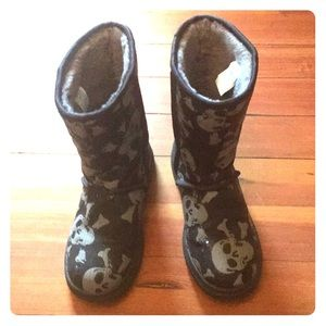 4b11dbf7565 Women Skull Uggs on Poshmark
